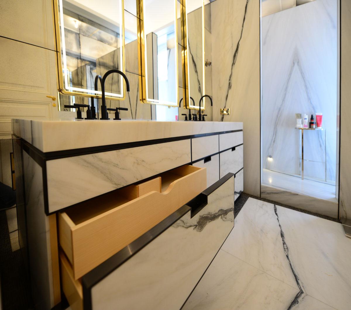 meuble salle de bain laiton